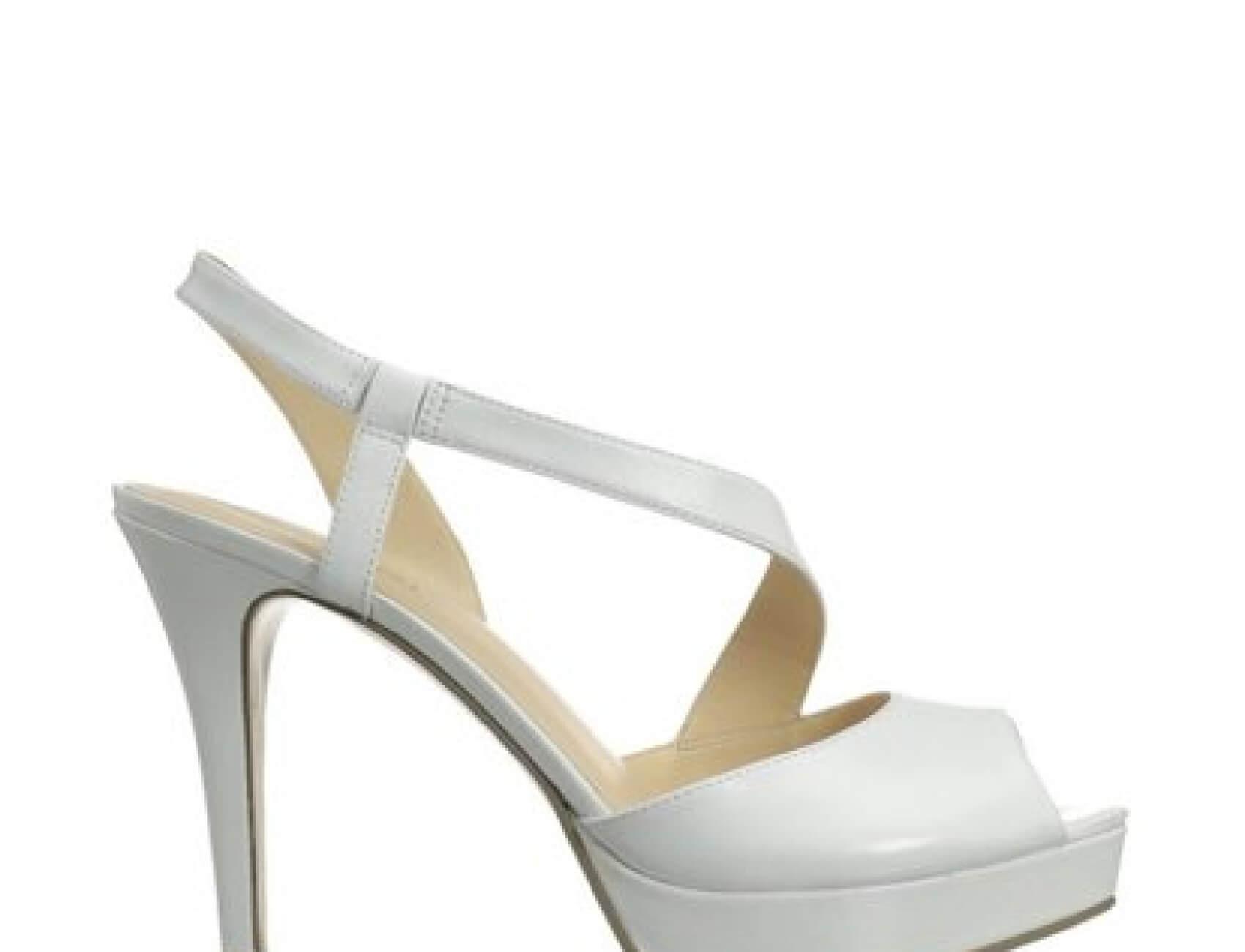 Bantlı Beyaz Gelin Ayakkabısı Nasıl Olur
