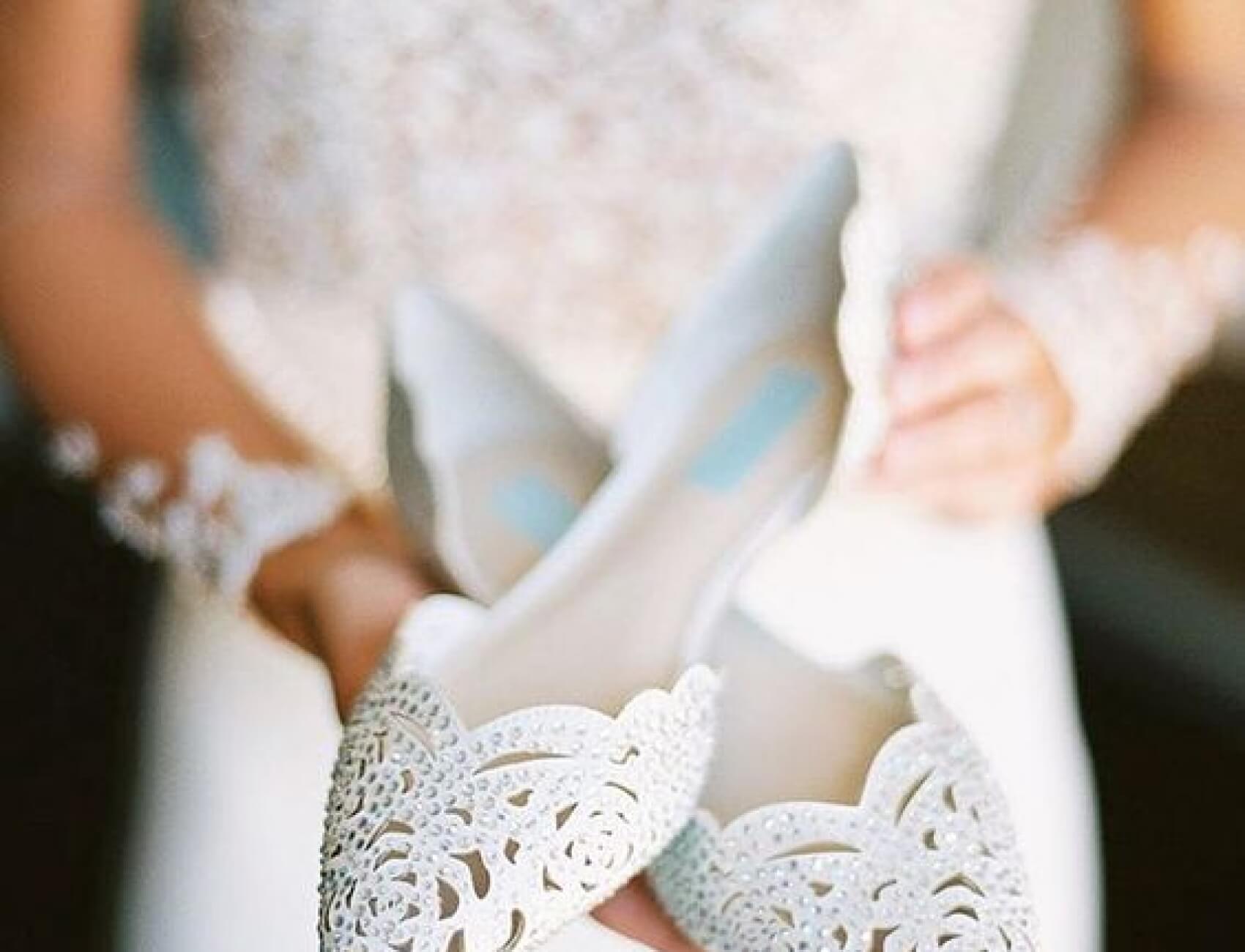 beyaz-babet-gelin-ayakkabisi