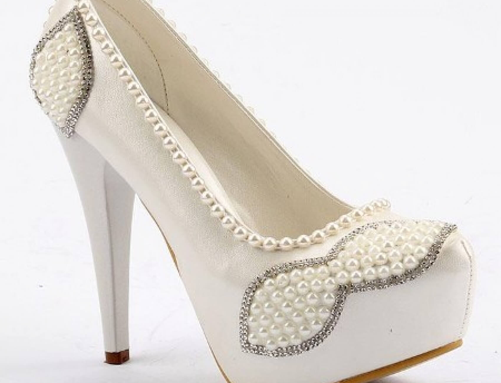 İnci Süslemeli Beyaz Gelin Ayakkabısı Nasıl Olur