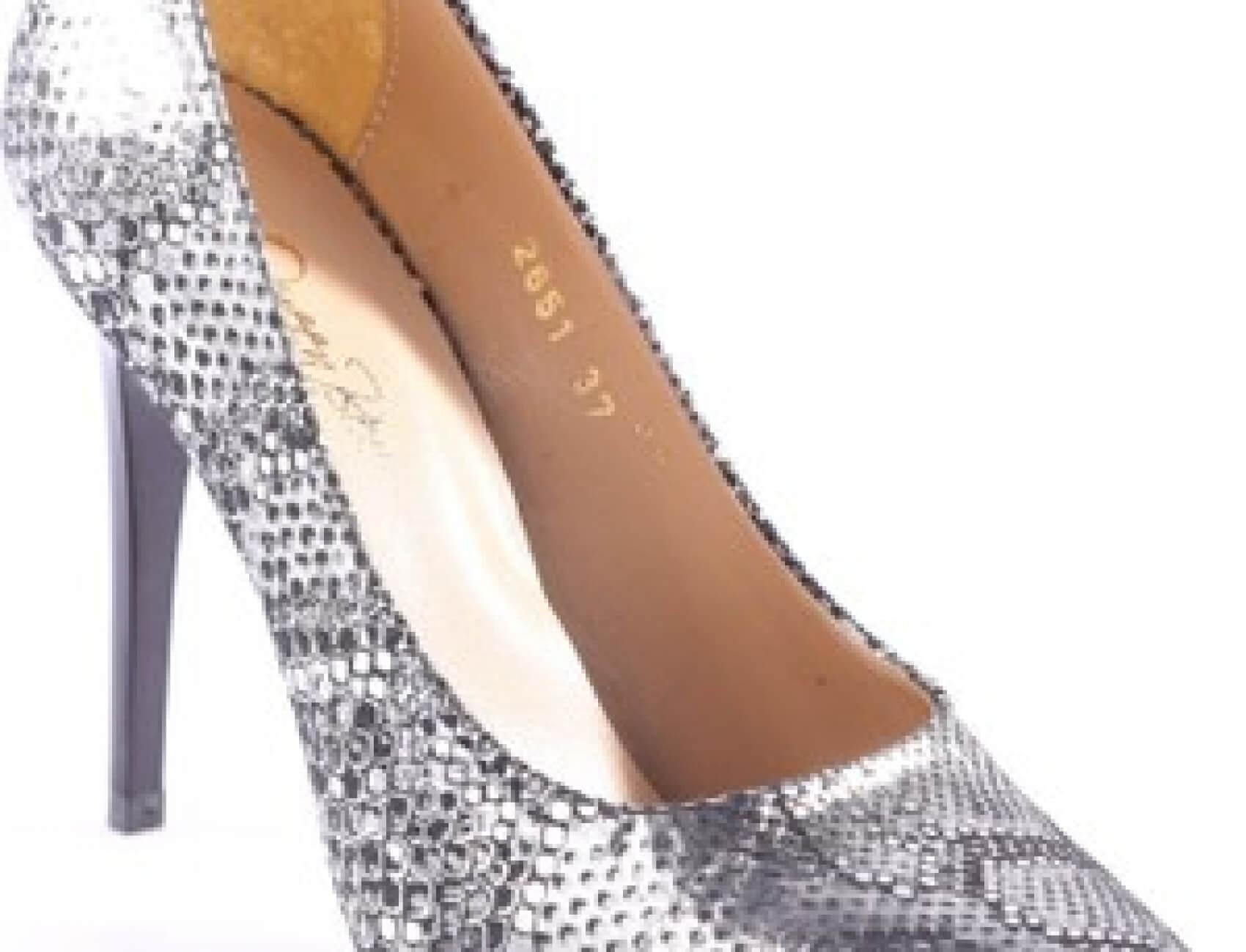 yılan derisi gumus topuklu ayakkabı