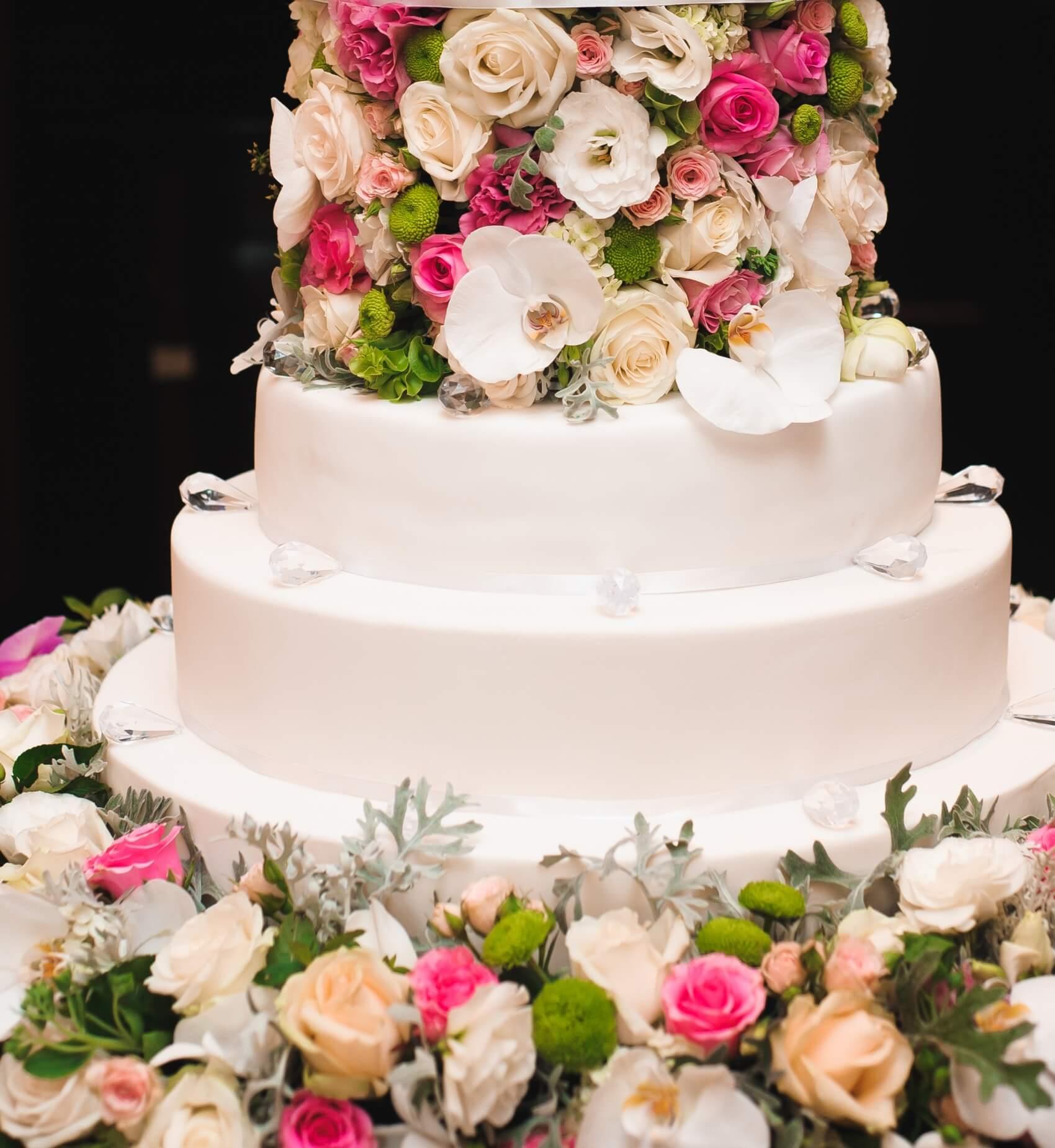 Katlı Düğün Pastası Nasıl Olur