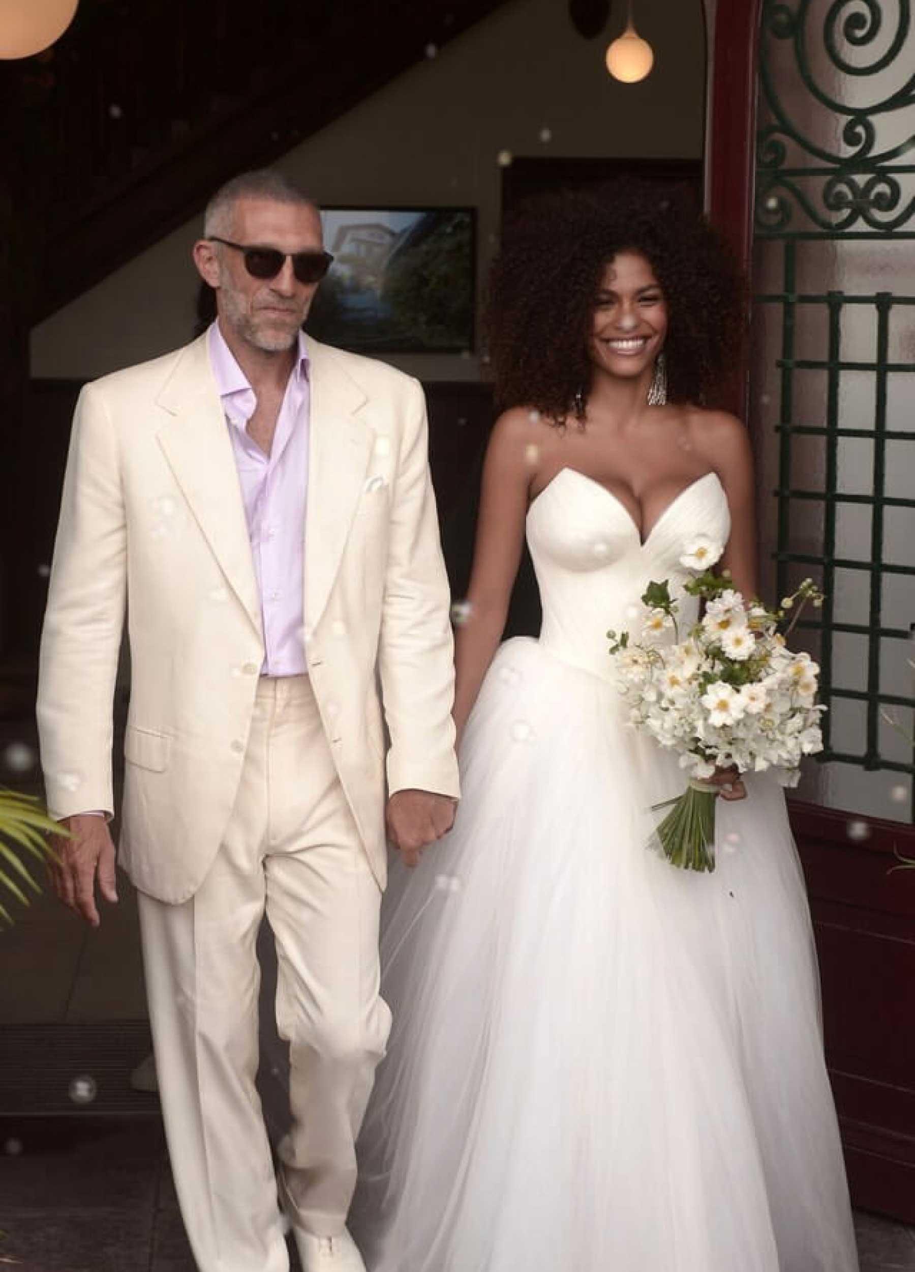 Tina Kunakey & Vincent Cassel-gelinlik-damatlik modeli nasıldır